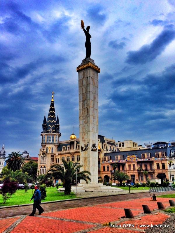 Avrupa Meydanı Medea Heykeli