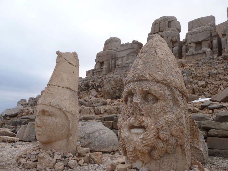 nemrut dağı gezisi heykelleri