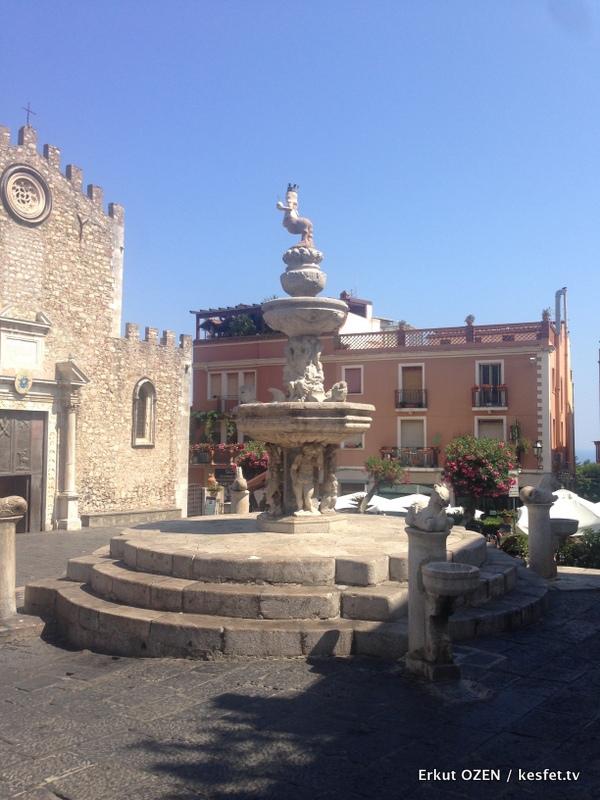 Taormina Piazza duomo gezi notları