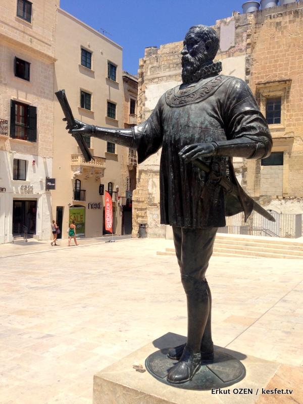 Valletta Gezi Rehberi ustad valletta heykeli