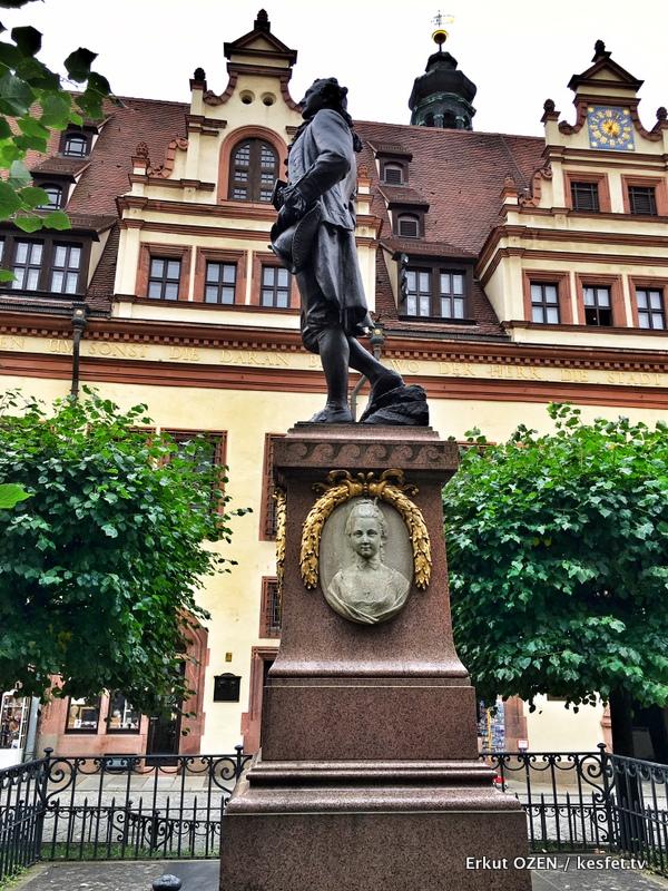 Leipzig Gezi Rehberi goethe heykeli