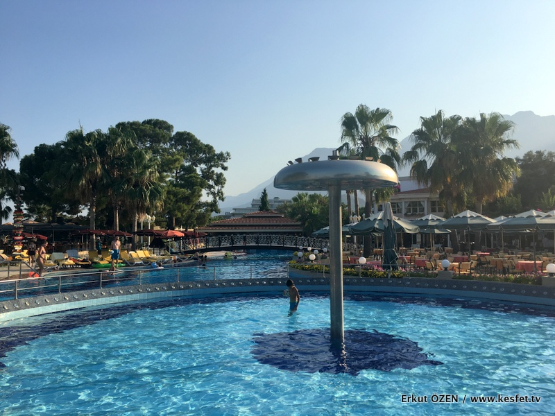 Cocukla tatil havuz kaydiraklar baba kız tatili