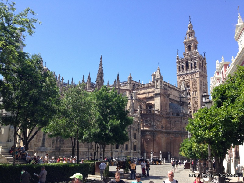 Sevilla Katedrali Kristof Kolomb'un Mezarı