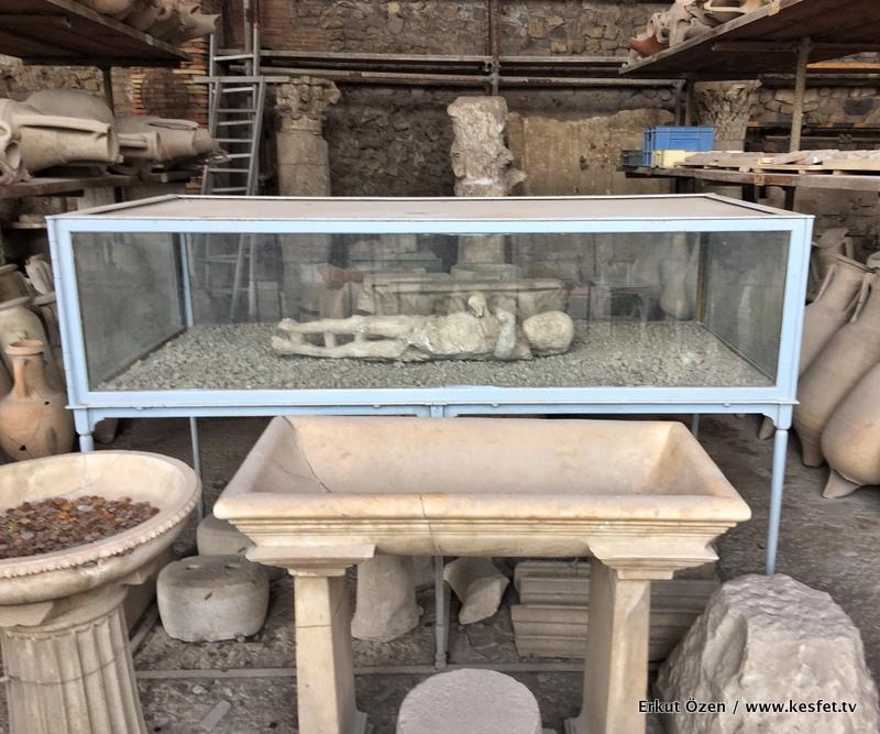 Pompei taş insan kalıntıları