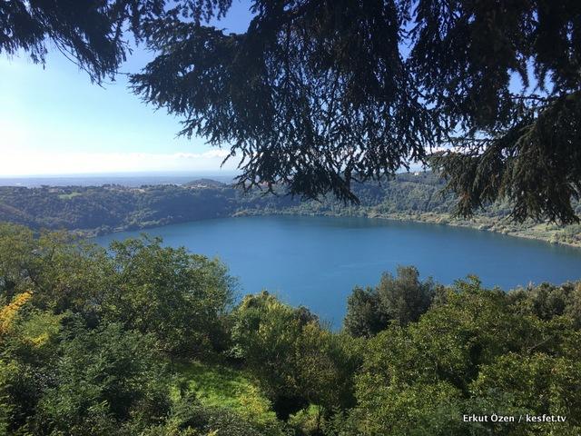 Nemi gölü İtalya