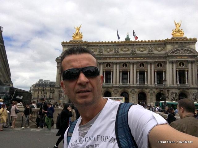 Paris tur rehberi Seyahat Yazarı Erkut Özen