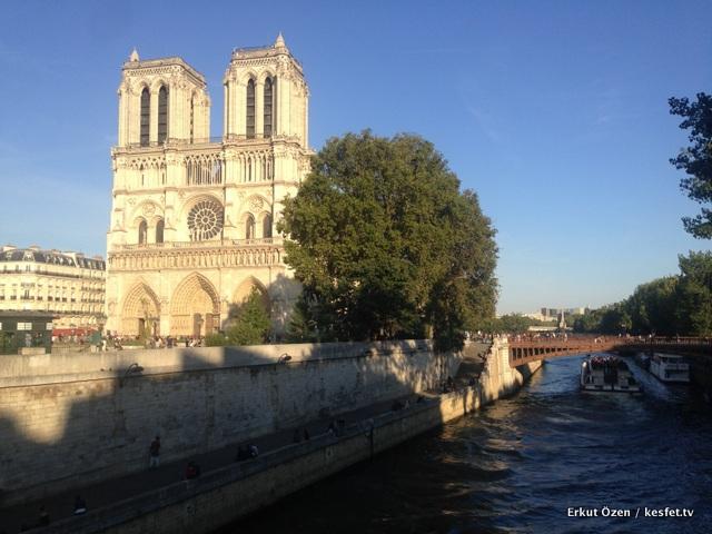 Paris kaç gün