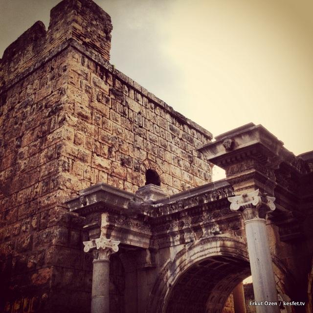 Hadrianus Kapısı